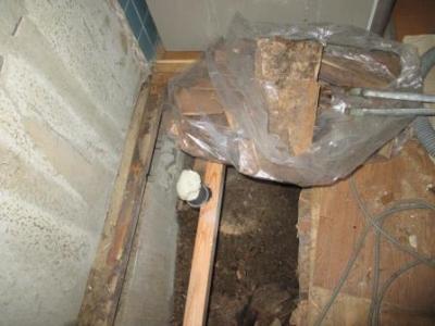 台所改装?既存配管?既存排水の位置変更修理と床根太補強.JPG