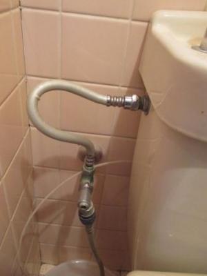 トイレ水漏れ修理05給水接続不良の手直し.JPG