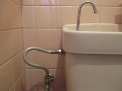 トイレ水漏れ修理07潰し調整.JPG