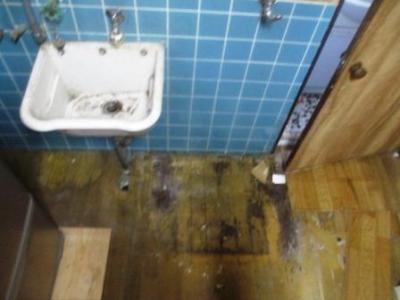 洗濯場床修理01不要洗濯槽撤去?施工前.JPG