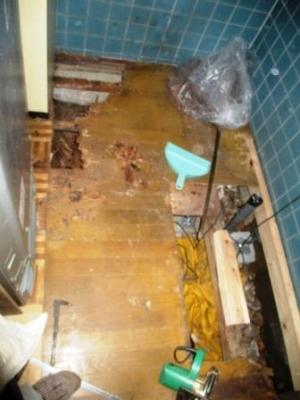 洗濯場床修理14フロアーパネル張り.JPG