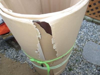 カーポート屋根15ポリカ板材梱包例?丸めると包装が破裂例.JPG