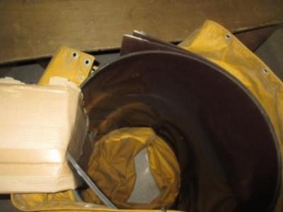 カーポート屋根27ポリカ板の搬送梱包例?内部の突っ張り部分の損傷防止養生例.JPG