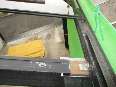 カーポート屋根36施工途中?パネル張り例?下端の引掛け部材.JPG