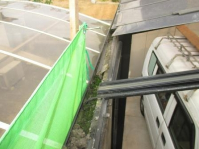 カーポート屋根37施工途中?パネル張り例?トイのゴミ詰まり例.JPG