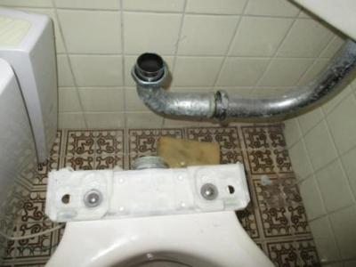 (トイレつまり抜き解体修理)?洗浄管外し.JPG