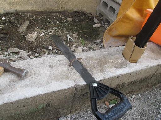 ブロック塀解体?フェンス取付?古い鉄筋の手ノコ切断例.JPG