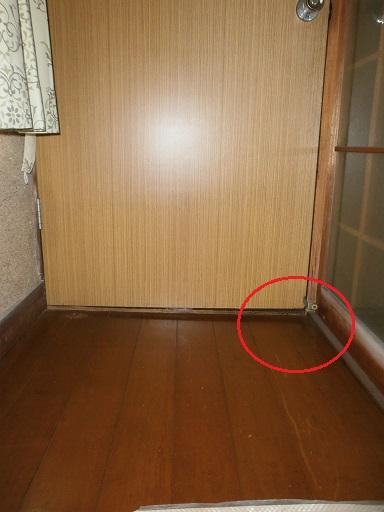 ドア建具スキマ修理?施工前.JPG