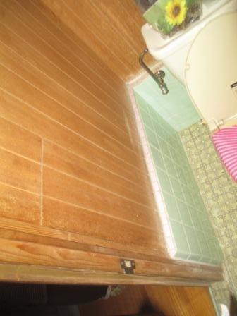 手摺取付(トイレ)内壁鋼・木の混合下地1.JPG