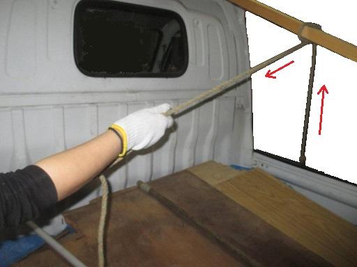 搬送基本技能 材木など単品長尺材種の荷造りロープ掛け引き付け縛り.jpg