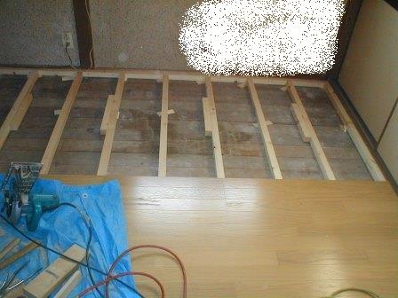 フロアーパネル張り?ころばし根太と床板張り仕舞い (2).JPG