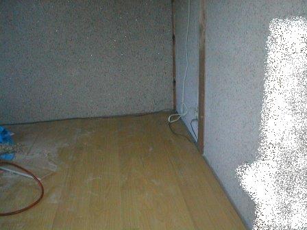 フロアーパネル張り?ころばし根太と床板張り仕舞い完了.JPG