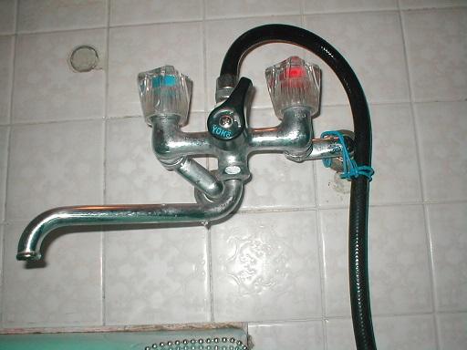 浴室混合栓取替え?既存の逆配管と位置ズレ.JPG