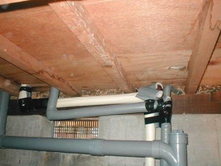 キッチン取替え?給水、給湯接続の床下配管改造例?保温?.JPG