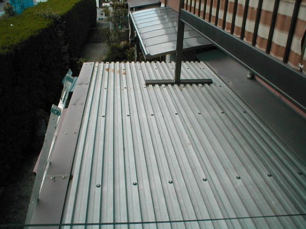 コンテナ屋根修理02ルーフデッキの塗装前.JPG