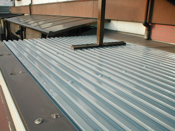 コンテナ屋根修理08ルーフデッキの塗装完了.JPG