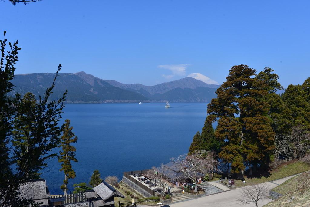 箱根関所跡の見張り台から富士山を望む
