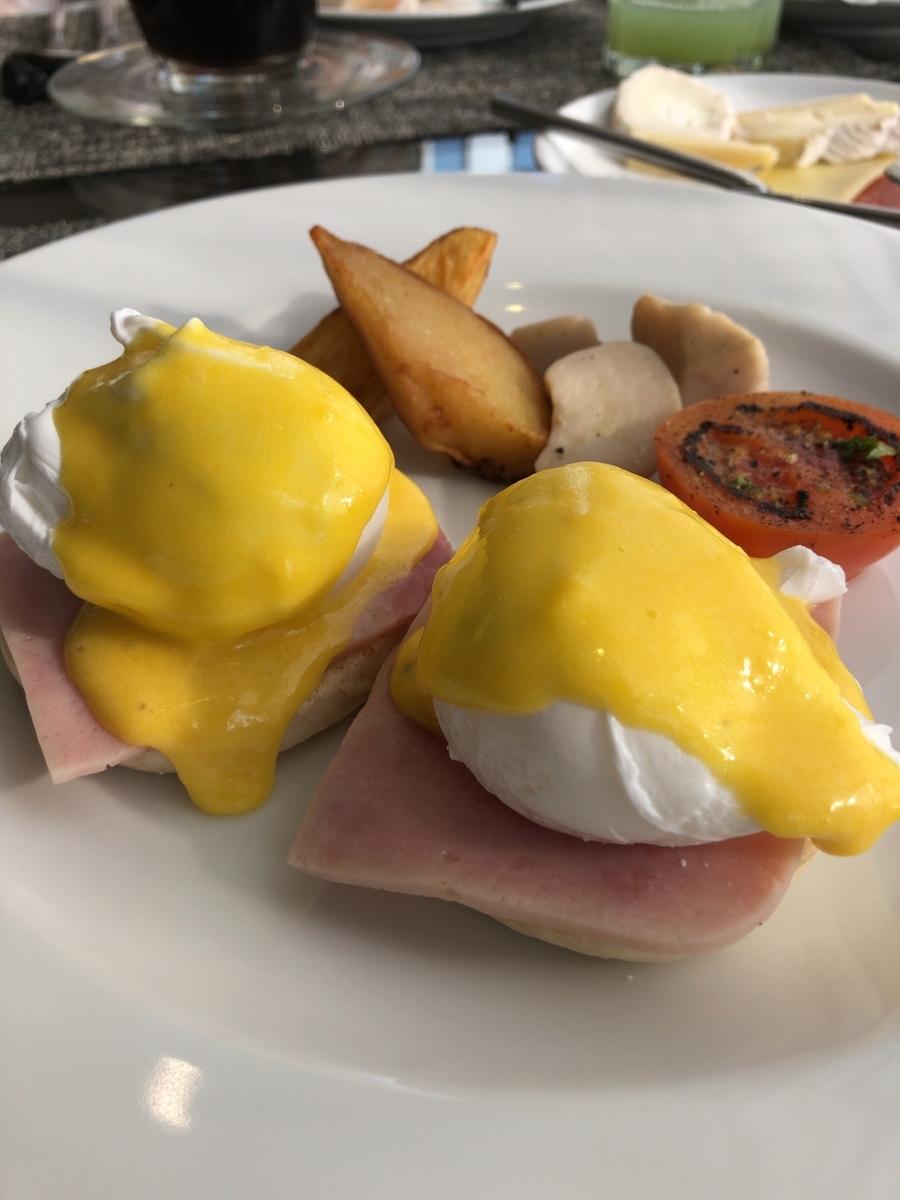 プルマン バンコク ホテルG ラウンジ 朝食 エッグベネディクト