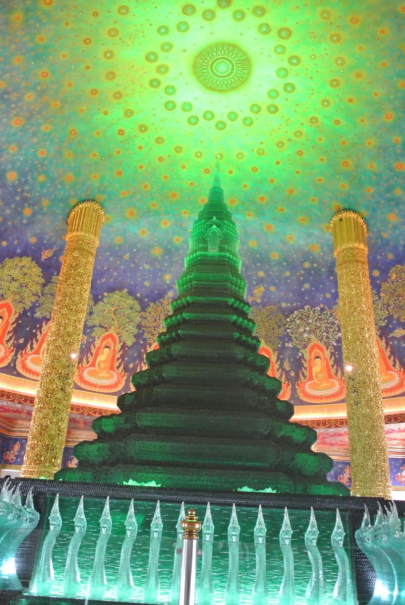 ワットパクナム エメラルドの仏塔