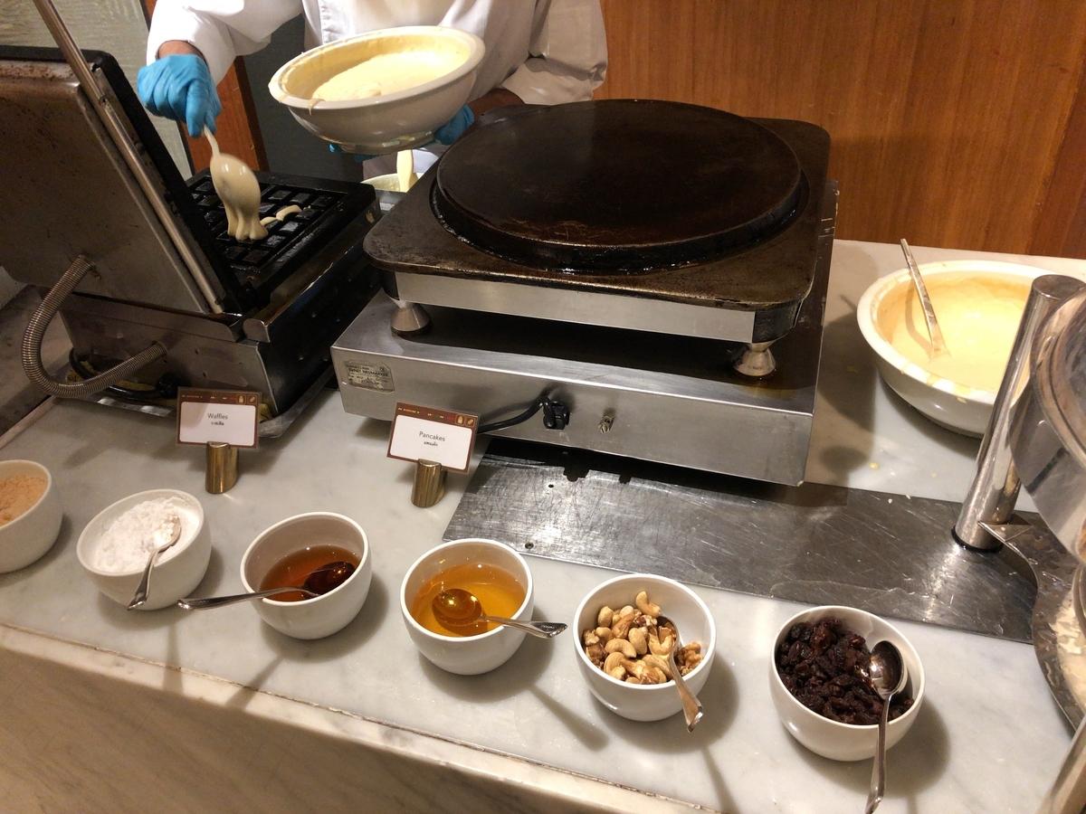 コンラッドバンコク CAFE@2 朝食 ワッフル 出来立て