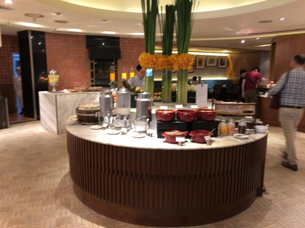 コンラッド バンコク Café@2 朝食 レストラン cafe@2