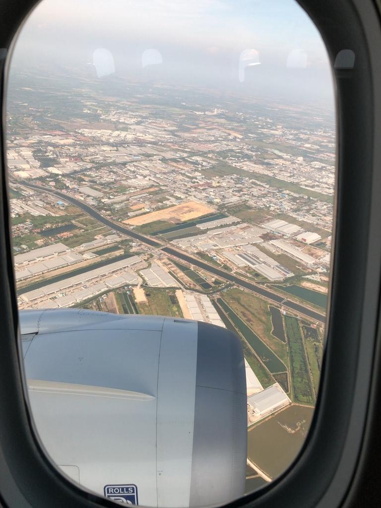 ANA 国際線 ビジネスクラス スタッガード スワンナプーム空港