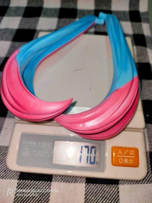 重量計でツインテールの重さを測る
