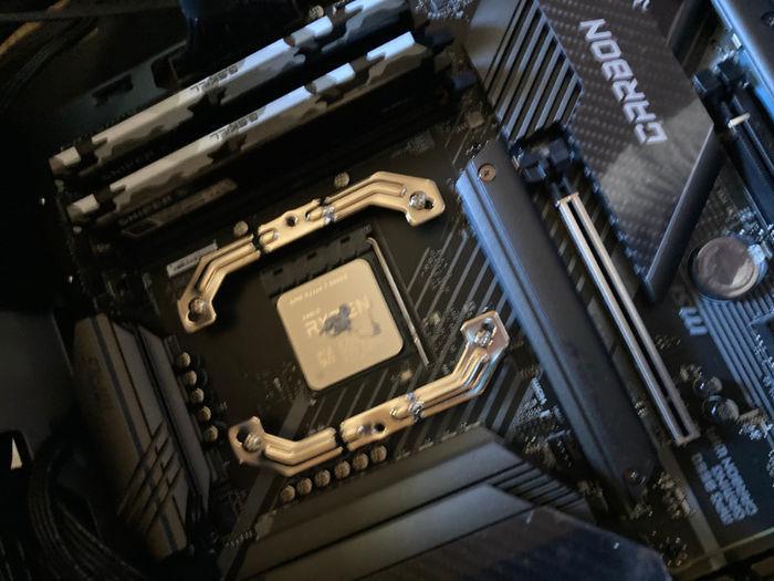 CPUにグリスを載せた