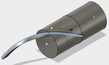 コイルからスナップできる稜線の円柱の中心側に、平面を作成します。