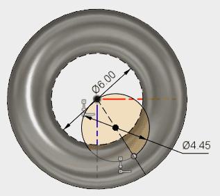 コイルの端面の中心とコイルの中心を両端に持つ円を描き、その円の中心に点をスケッチします。