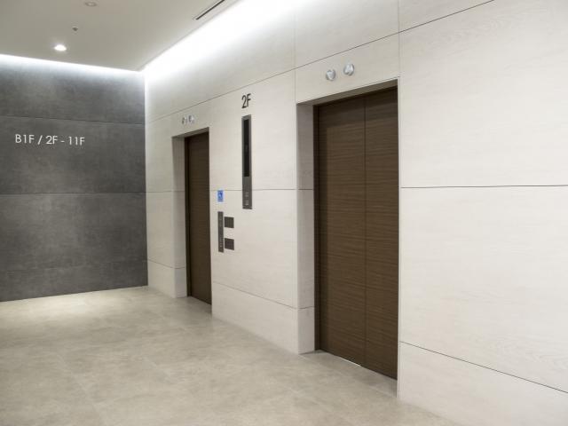 エレベーターに乗っている時