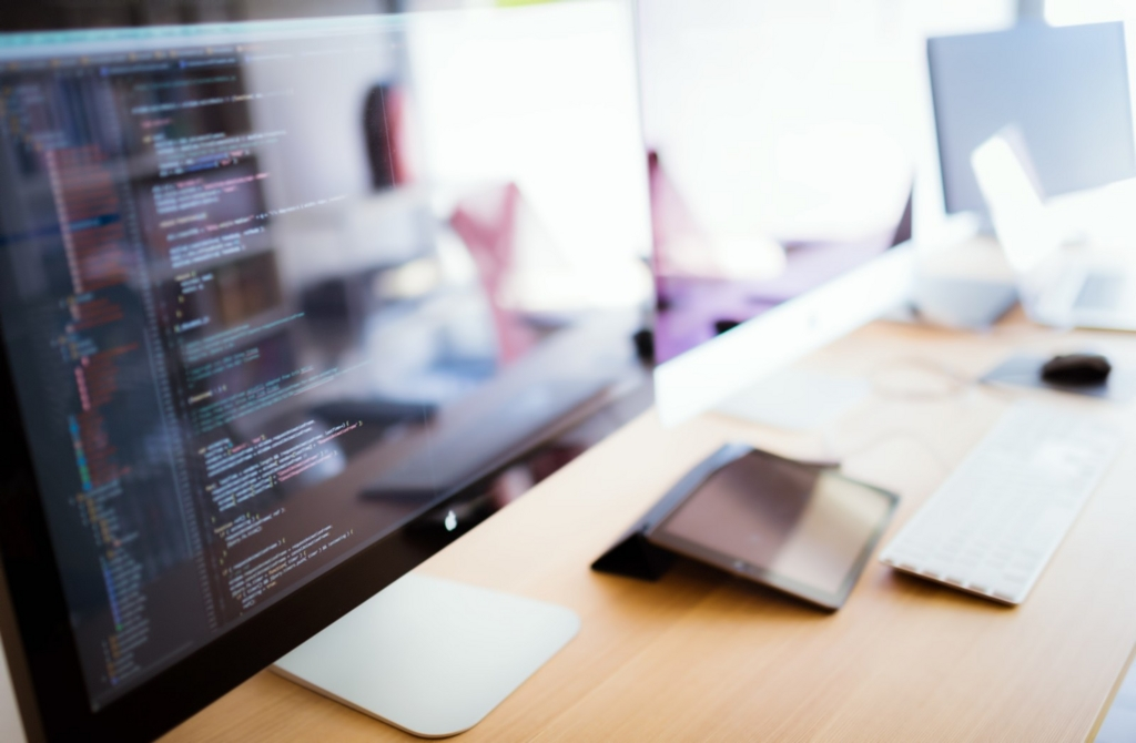 フリー 作業環境改善 モニターの位置