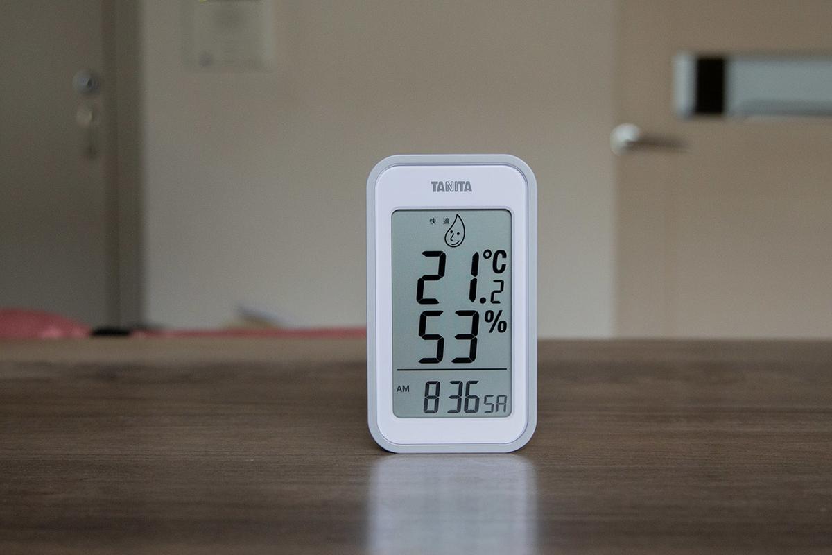 タニタのデジタル温湿度計TT-559