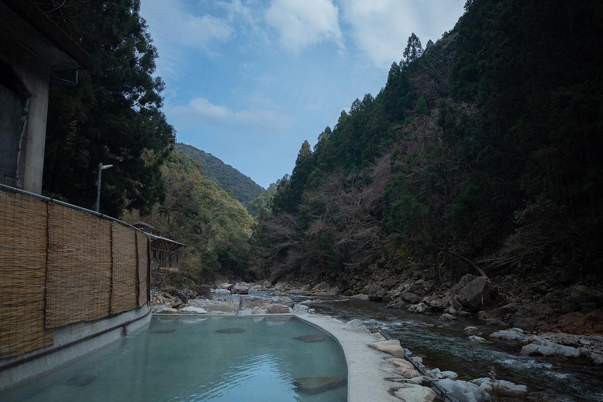 大自然の中にポツンと一軒風呂、奈良県の秘境の温泉、上湯温泉