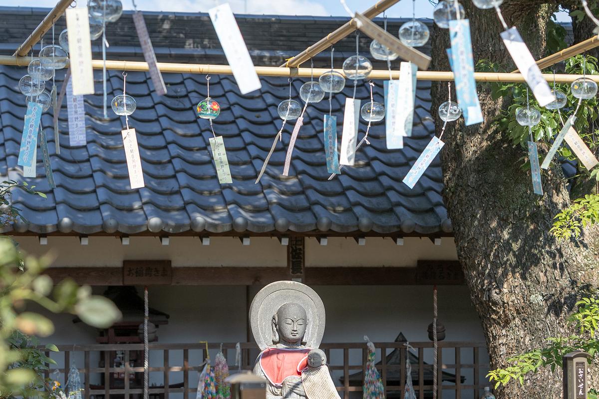 風鈴まつりで有名な奈良県のおふさ観音にて、夏らしい写真を撮りに。どう撮れば涼しそう見えるのだろうか