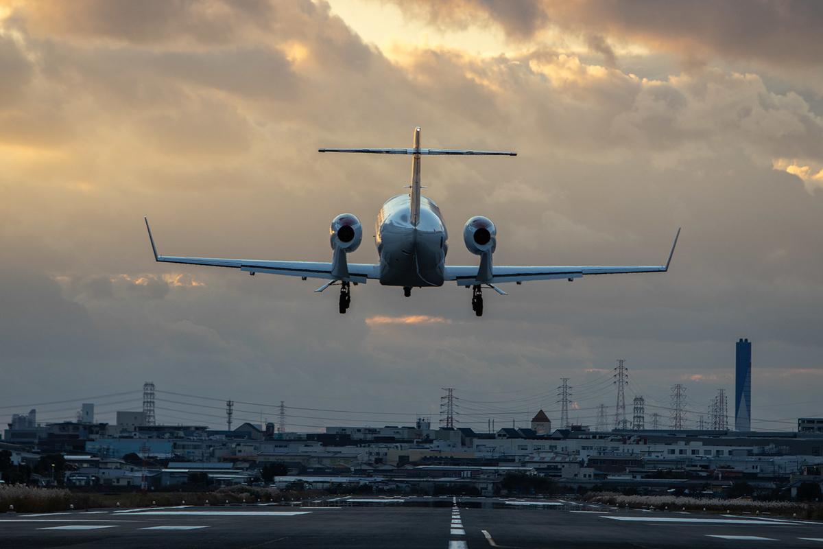 八尾空港で HA-420 ホンダジェット(N420HR) を撮影