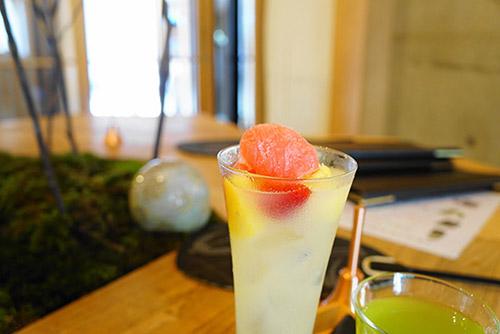 森のカフェの氷フルーツジュース