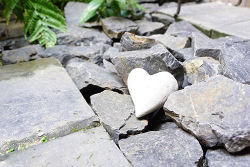 城下町で見つけた白いハートの石