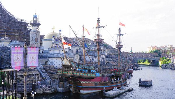 東京ディズニーシーの海と海賊船