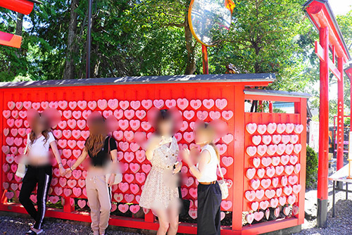 犬山城のふもとの三光稲荷神社のハートの絵馬
