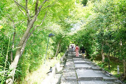高台寺へと続く階段