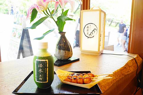 京都の藤菜美のみたらしだんごと洛水