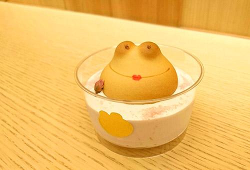 青柳総本家のカエルのミルク風呂