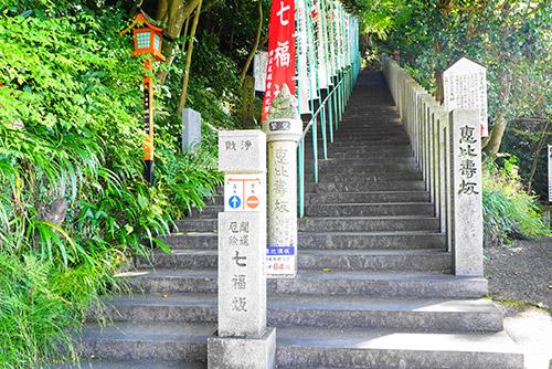 本堂へ行く階段スタートは恵比須坂下から