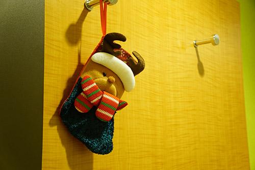 壁にもクリスマスソックスが