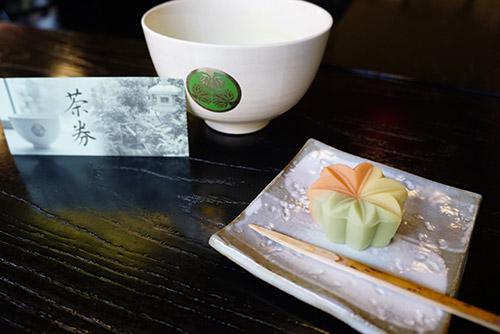 城南亭の和菓子とお抹茶
