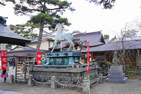龍城神社の神の馬