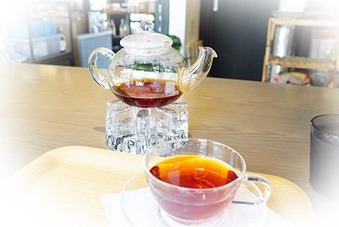 素敵なガラス製のティーカップ