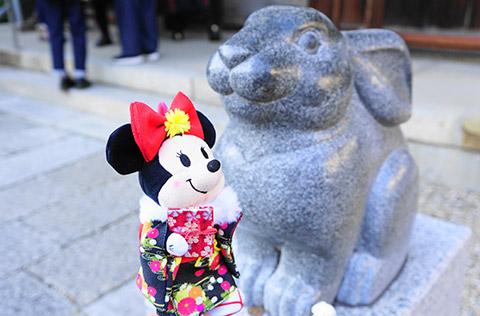 拝殿の前にある福兔