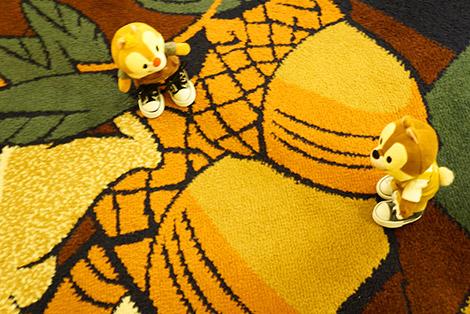 どんぐりのデザインのカーペット